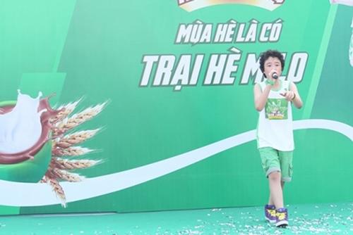 """Công Vinh huấn luyện """"Doraemon tóc xù"""" đá bóng - 9"""