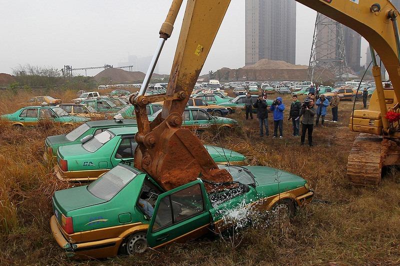 """""""Nghĩa địa"""" xe cộ khổng lồ trên khắp Trung Quốc - 11"""