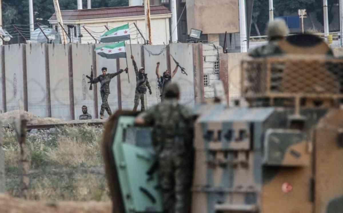 Phòng tuyến biên giới vỡ tan, IS hò nhau tháo chạy - 2