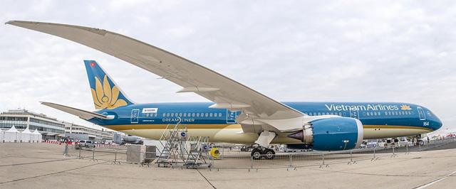 Boeing 787 của VNA cất cánh thẳng đứng tại Paris - 1