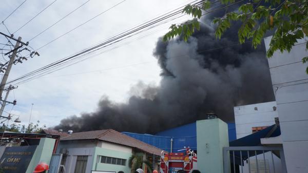 Cháy lớn cụm công nghiệp tại Long An - 1