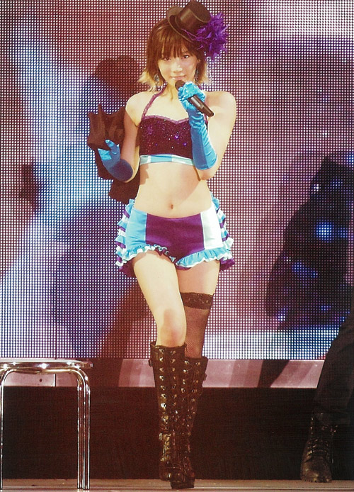 10 pha tranh cãi vì mặc khiêu khích của nữ ca sỹ Hàn - 2
