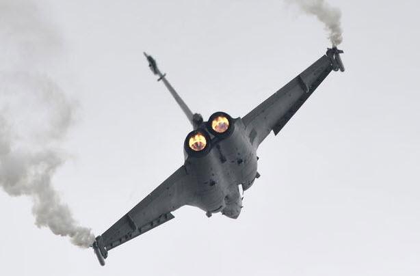 """Chiêm ngưỡng dàn máy bay hiện đại """"múa lượn"""" ở Paris - 7"""