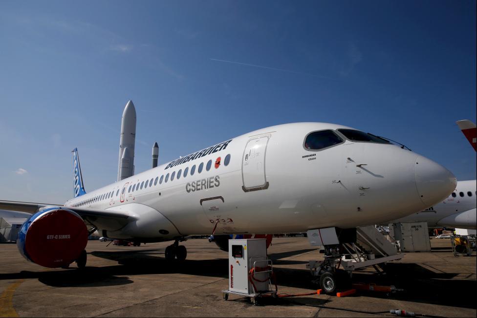 """Chiêm ngưỡng dàn máy bay hiện đại """"múa lượn"""" ở Paris - 14"""
