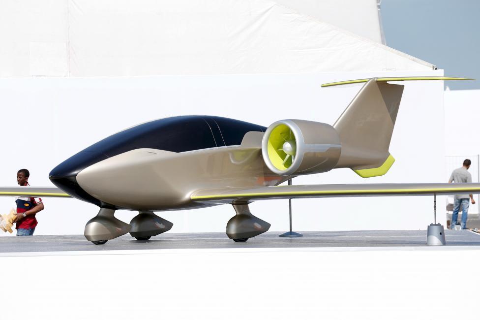 """Chiêm ngưỡng dàn máy bay hiện đại """"múa lượn"""" ở Paris - 15"""