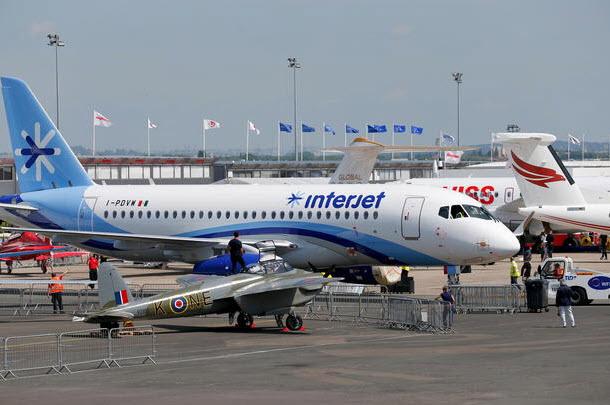 """Chiêm ngưỡng dàn máy bay hiện đại """"múa lượn"""" ở Paris - 17"""