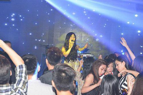Hương Tràm 'hát sung, nhảy bốc' trên sân khấu Q10 - 1