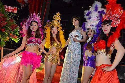 Hương Tràm 'hát sung, nhảy bốc' trên sân khấu Q10 - 10
