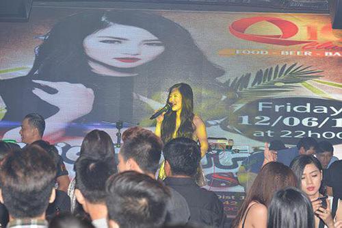Hương Tràm 'hát sung, nhảy bốc' trên sân khấu Q10 - 2