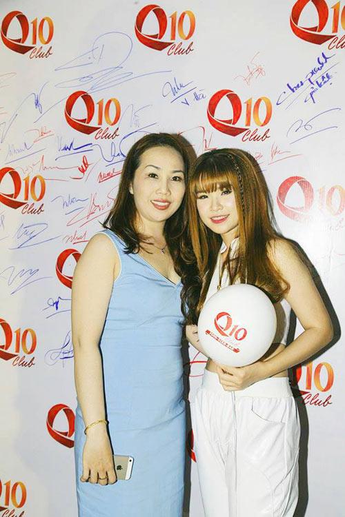 Hương Tràm 'hát sung, nhảy bốc' trên sân khấu Q10 - 4