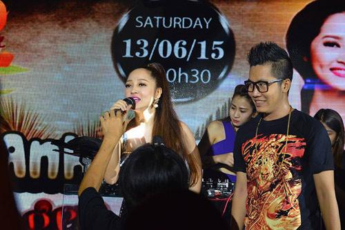 Hương Tràm 'hát sung, nhảy bốc' trên sân khấu Q10 - 5