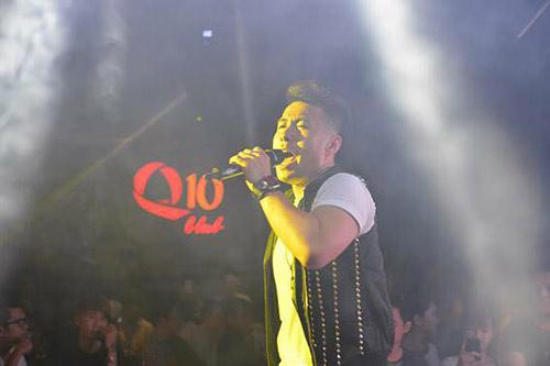 Hương Tràm 'hát sung, nhảy bốc' trên sân khấu Q10 - 6