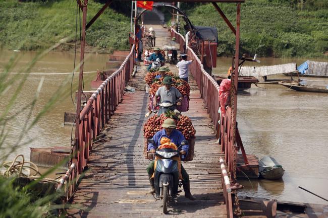 Dân Bắc Giang đội nắng, dầm mưa đi bán vải - 14