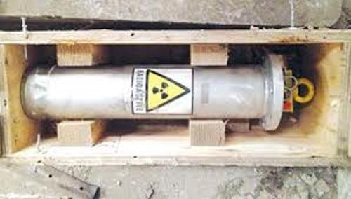 Thiết bị phóng xạ được cất trong két sắt dưới cầu thang - 1