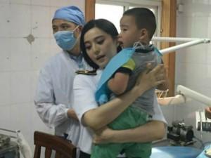 Phạm Băng Băng sốt sắng cứu em bé gặp tai nạn