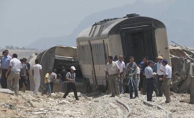 Tunisia: Tàu hỏa đâm xe tải, 17 người thiệt mạng - 1