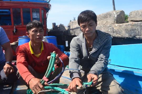 Tàu Trung Quốc dùng vòi rồng truy sát ngư dân - 1