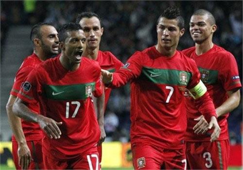 """Ronaldo bị CĐV quay lưng, vị thế ở ĐTQG """"lung lay"""" - 1"""