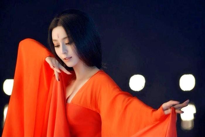 Phạm Băng Băng khoe thềm ngực trắng muốt - 4