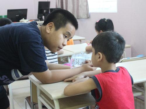"""""""Thần đồng"""" Nhật Nam trở thành thầy giáo của 1000 em nhỏ - 2"""