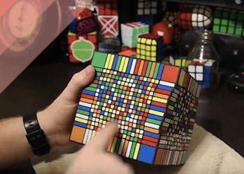 Bạn đã từng chơi khối rubik nào  khủng  như thế này chưa?