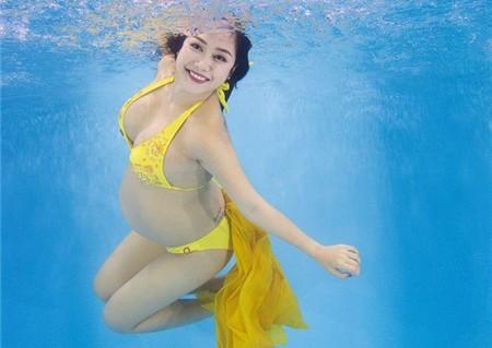 Nghệ sĩ Việt mang bầu vẫn tự tin diện bikini - 5