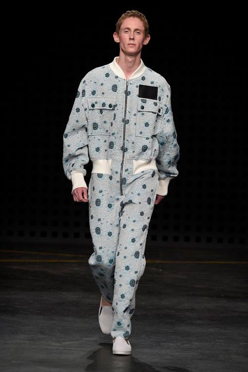Áo yếm nữ gây sốc trên sàn diễn thời trang nam - 5
