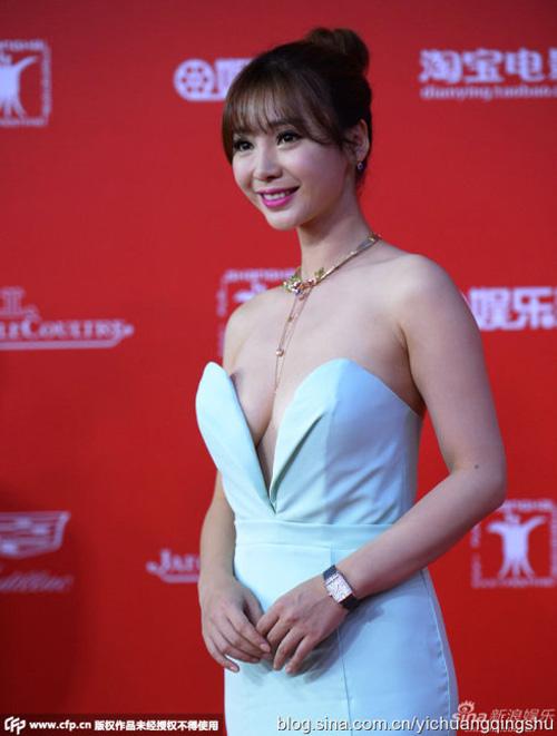 """12 chiếc váy """"ồn ào"""" nhất Liên hoan phim Thượng Hải - 2"""