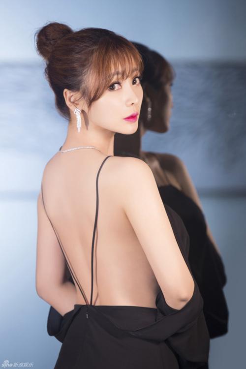 """12 chiếc váy """"ồn ào"""" nhất Liên hoan phim Thượng Hải - 3"""