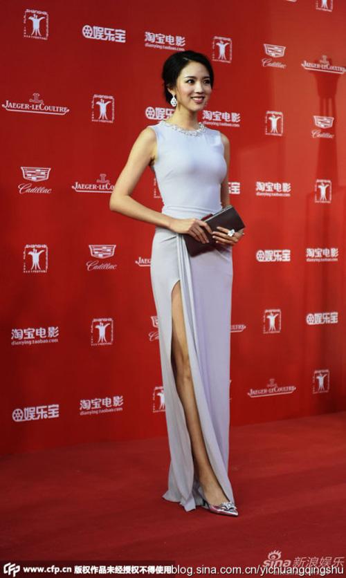 """12 chiếc váy """"ồn ào"""" nhất Liên hoan phim Thượng Hải - 9"""