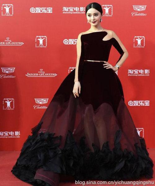 """12 chiếc váy """"ồn ào"""" nhất Liên hoan phim Thượng Hải - 7"""