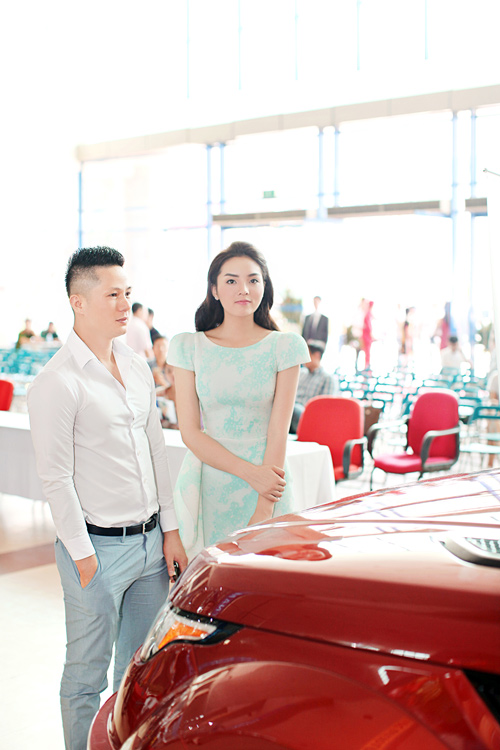 Hoa hậu Kỳ Duyên trẻ trung hơn nhờ kiểu tóc sóng nước - 4