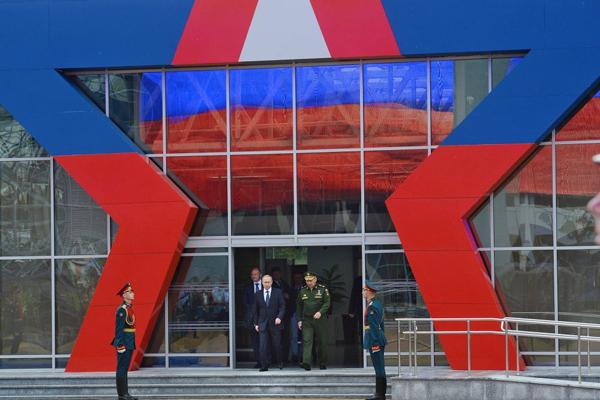 """Ngắm dàn vũ khí """"khủng"""" của Nga tại Triển lãm Army-2015 - 1"""