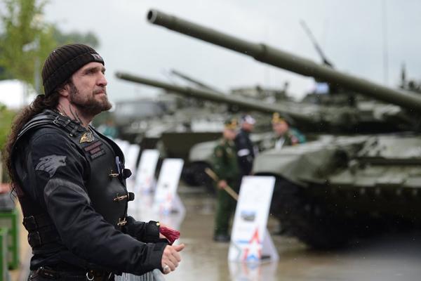 """Ngắm dàn vũ khí """"khủng"""" của Nga tại Triển lãm Army-2015 - 8"""