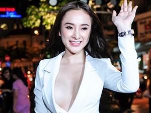 """Angela Phương Trinh mặc áo xẻ cực sâu khoe """"trái cấm"""""""