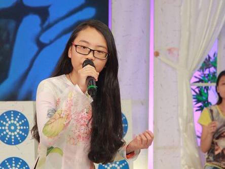 Video: Phương Mỹ Chi hát dân ca bằng... tiếng Anh