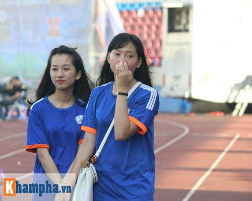 Fan nữ Quảng Ninh khoe sắc đón huyền thoại MU - 4