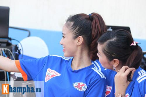 Fan nữ Quảng Ninh khoe sắc đón huyền thoại MU - 5