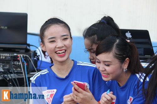 Fan nữ Quảng Ninh khoe sắc đón huyền thoại MU - 6