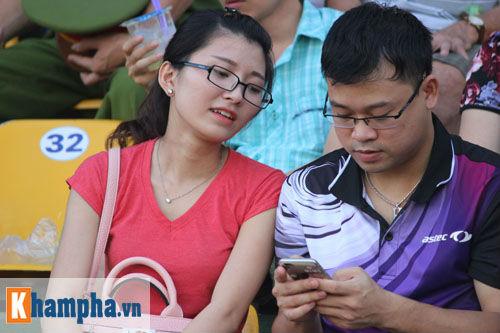 Fan nữ Quảng Ninh khoe sắc đón huyền thoại MU - 7