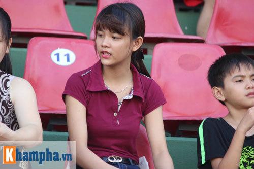Fan nữ Quảng Ninh khoe sắc đón huyền thoại MU - 9