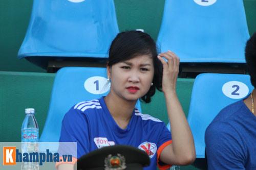 Fan nữ Quảng Ninh khoe sắc đón huyền thoại MU - 10