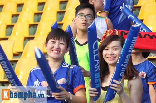 Fan nữ Quảng Ninh khoe sắc đón huyền thoại MU - 12