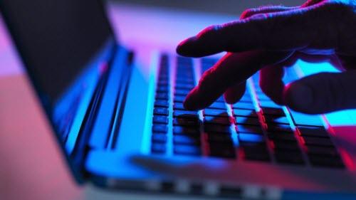 Tạm biệt những trang web khiêu dâm trả thù trên Google - 1