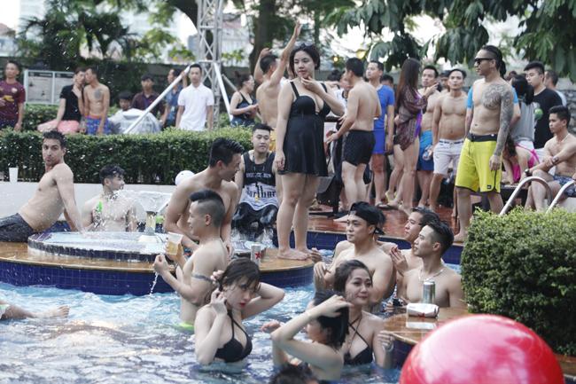 Phái đẹp Hà thành tưng bừng dự tiệc dưới nước - 2