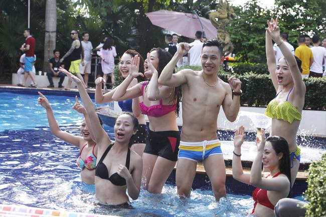 Phái đẹp Hà thành tưng bừng dự tiệc dưới nước - 13