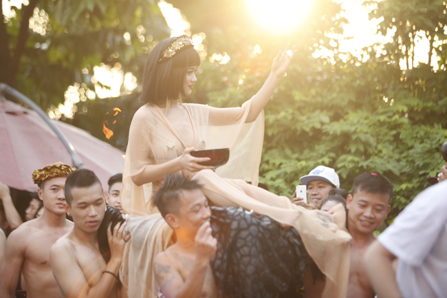 Phái đẹp Hà thành tưng bừng dự tiệc dưới nước - 19