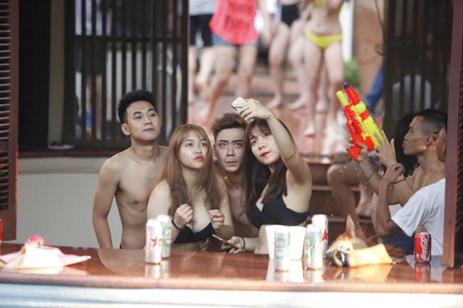 Phái đẹp Hà thành tưng bừng dự tiệc dưới nước - 18