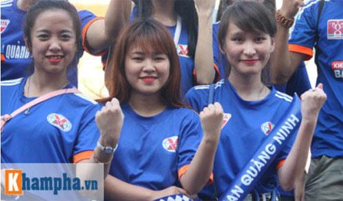 Fan nữ Quảng Ninh khoe sắc đón huyền thoại MU - 3