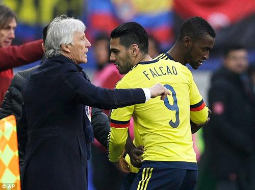 """Falcao tịt ngòi: Mourinho đang đùa với """"lửa"""" - 2"""